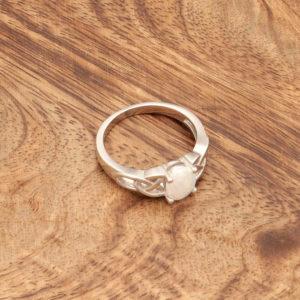 Keltski prstan Jutranja zarja Beli opal
