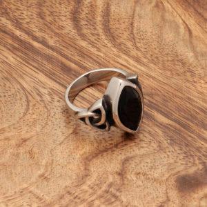 keltski prstan trikvetra s črnim kubičnim cirkonijem