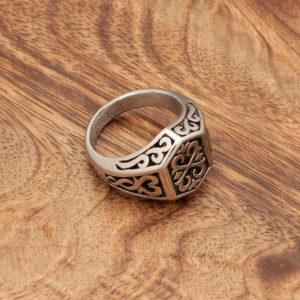 pečastni prstan z vzorcem bojevniškem