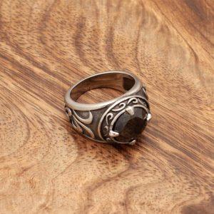 Srednjeveški prstan s črnim kristalom