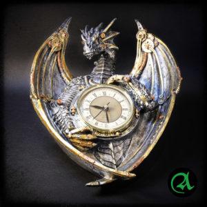 Mehanski zmaj stenska ura