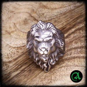 Prstan srebrni lev