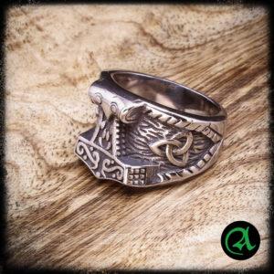 vikinški prstan mjolnir