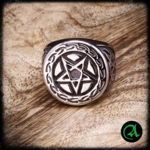 jekleni prstan pentagram