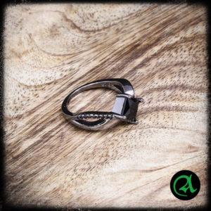 prstan črni karo