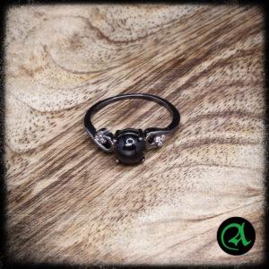 Prstan črni kamen