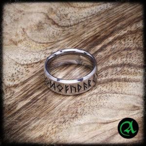 vikinški prstan z runami