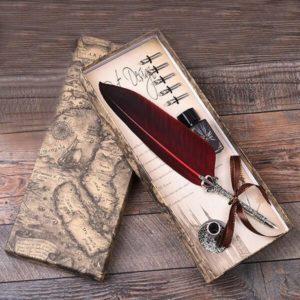 Kaligrafsko pero v darilni škatli