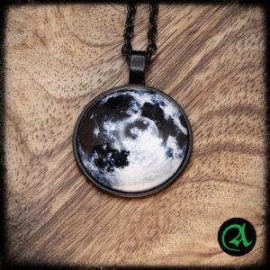 kovinski obesek luna