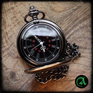 črna žepna ura