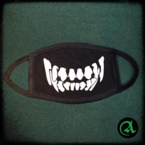 črna maska zobje