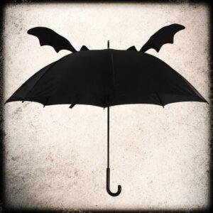 črni dežnik z netopirjevimi krili