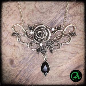 ogrlica vrtnica s črnim kristalčkom