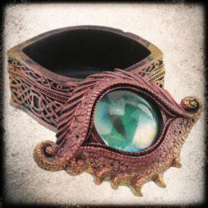 rdeče zmajevo oko skrinjica za nakit