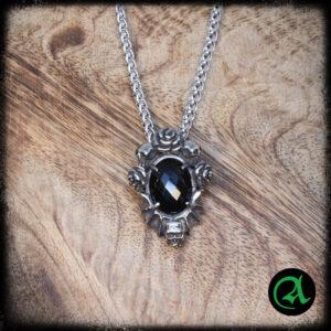 obesek črni gotski amulet